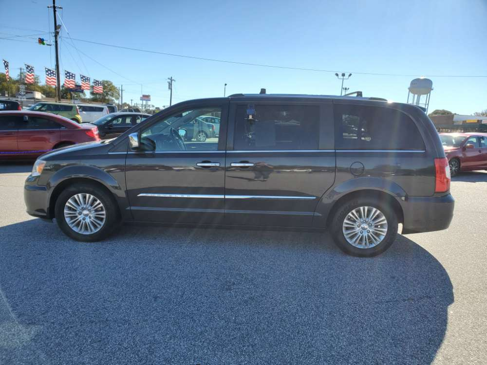 Chrysler Town & Country 2012 Black